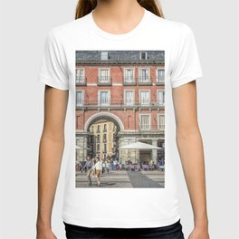 Relaxing cup in Plaza Mayor, Madrid T-shirt