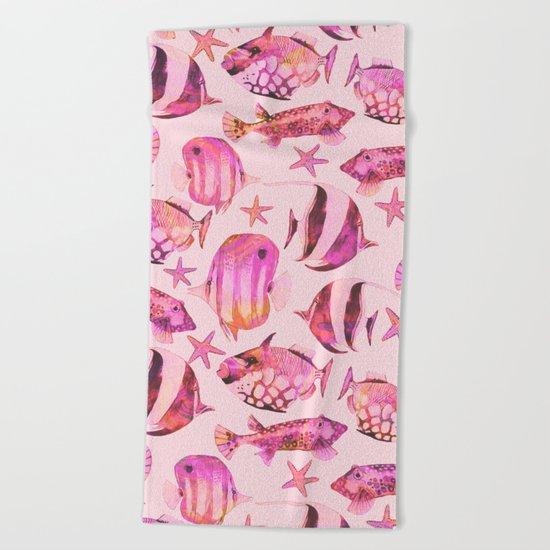 Soft pink underwater fisch scenery Beach Towel