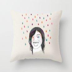 Les filles rient sous la pluie Throw Pillow