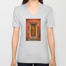 Wooden door of Tuscany with typical bright colors on its walls. Next to two small pots with flowers Unisex V-Neck