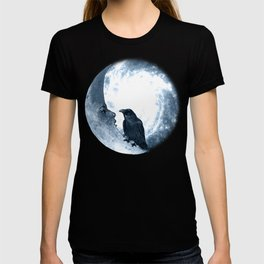 The crow and its Moon. (bcn art version) T-shirt