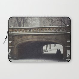 Couple in the Snow in Central Park Laptop Sleeve