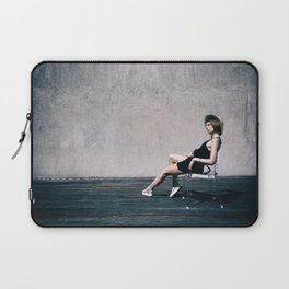 top model with hat Laptop Sleeve