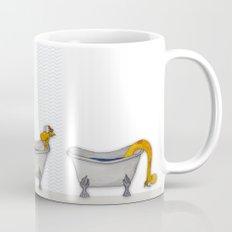 giraffe takes a bath Mug