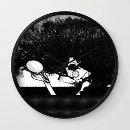Mujer y Árbol Wall Clock