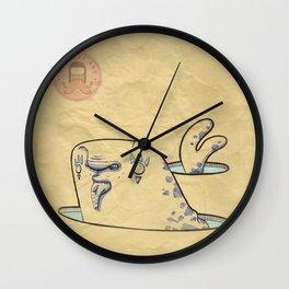 Foca con pesce Wall Clock