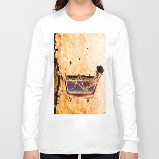 Monsieur Bone in the bathroom Long Sleeve T-shirt