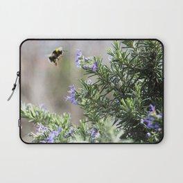 bumble bee flight Laptop Sleeve