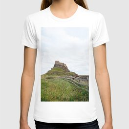 The twisted path towards Lindisfarne Castle atop a hill on Holy Island, Northumberland T-shirt