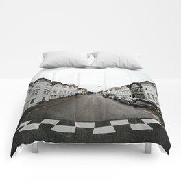 Symmetry of Bergen Comforters