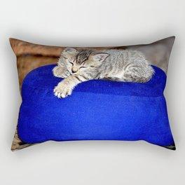 me cala la palpebra :) Rectangular Pillow