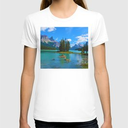 Spirit Island on Maligne Lake in Jasper National Park, Canada T-shirt