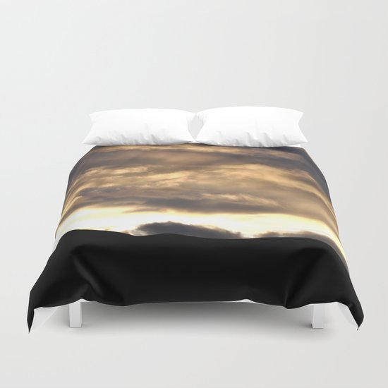 SUNSET THRU THE HEAVY RAIN CLOUDS Duvet Cover