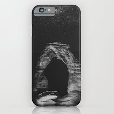 Night Sky Stars - Black and White Delicate Arch at Arches National Park Utah Slim Case iPhone 6s
