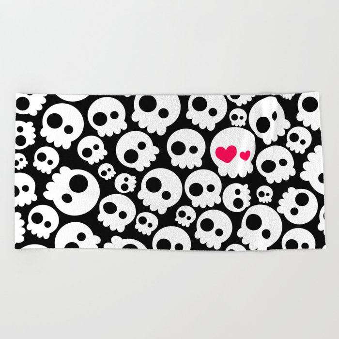 A skull in love Beach Towel
