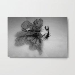 Enjaulando alas - Caging wings Metal Print