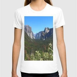 Bridal Veil Falls From Tunnel View Point - Yosemite Valley T-shirt