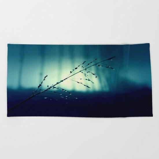 Blue Willow in the rain Beach Towel