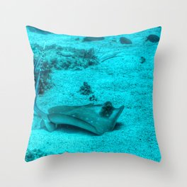 Sting ray taking a bath Throw Pillow