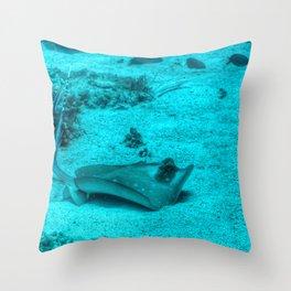 Sting ray taking a bath Throw Pillow