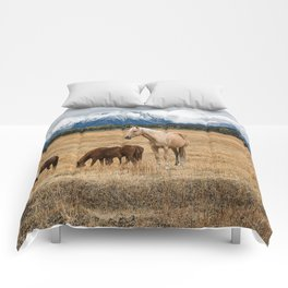 Mountain Horse - Western Style in the Grand Tetons Comforters