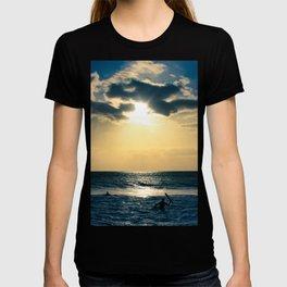 E ala mai o loko i ke kuhohonu o ke Aloha Kamaole Beach T-shirt