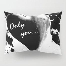 Heart in black Pillow Sham