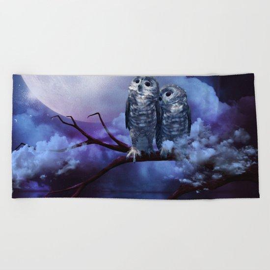 Cute couple owls Beach Towel