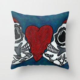 Amo y Besos (Love & Kisses) Throw Pillow