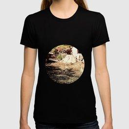 Vintage little farm house T-shirt
