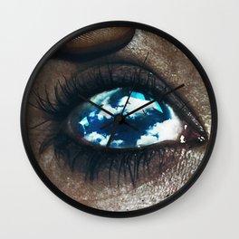 Ojos color cielo Wall Clock