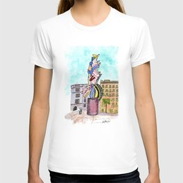 Urban Sketch of Barcelona Sculpture T-shirt