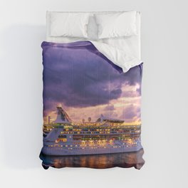 Cruise ship late arrival in Cozumel, Mexico Comforters