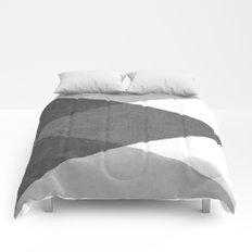 black and white triangles Comforters