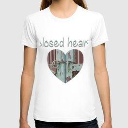 Closed art Illustration T-shirt