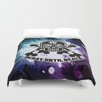 roller derby Duvet Covers featuring Roller Derby Por Vida by Mean Streak