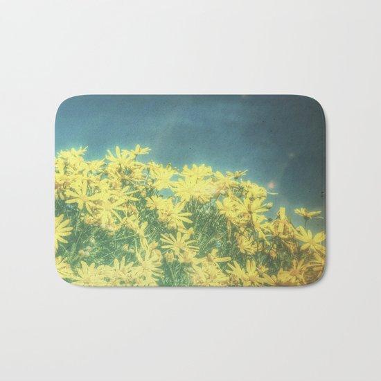 Yellow Vintage Daisy - Margaritas Amarillas Vintage Bath Mat