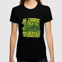 Talking to pet with chameleon gift green T-shirt