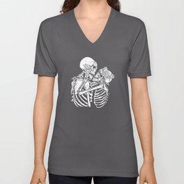 Skeletons kissing Best gift Unisex V-Neck