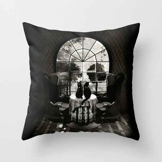 Room Skull B&W Throw Pillow