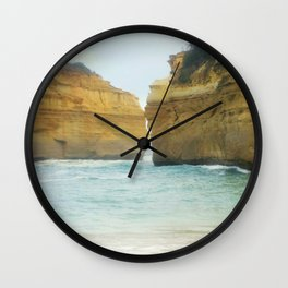 On a Collision Course Wall Clock
