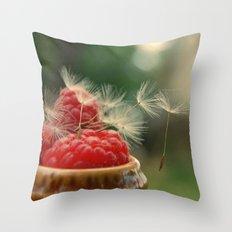 Little dreamers Throw Pillow