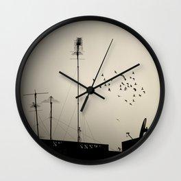 siluetas palomas Wall Clock