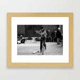 Payaso Callejero Framed Art Print