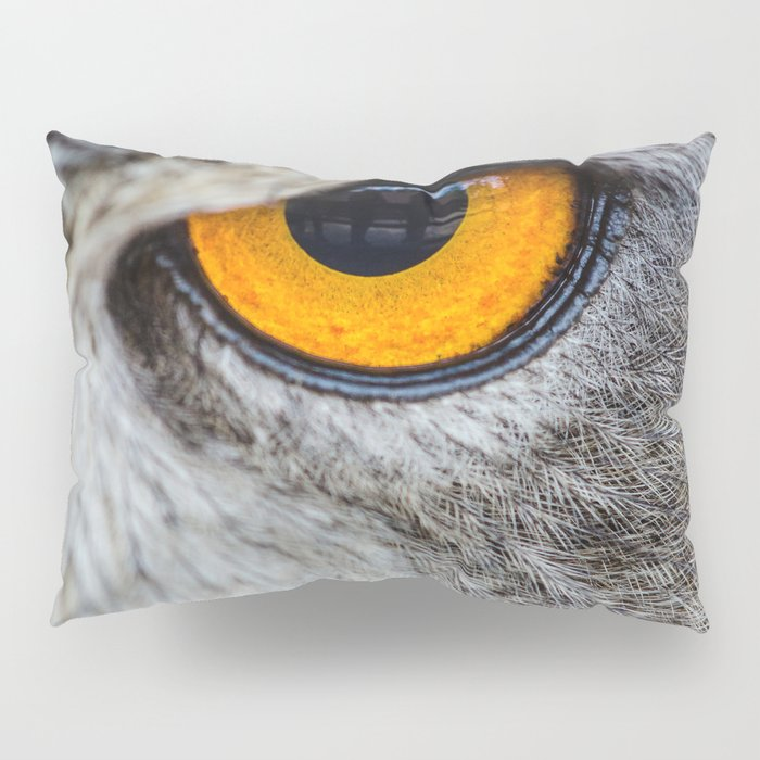 NIGHT OWL - EYE - CLOSE UP PHOTOGRAPHY - ANIMALS - NATURE Pillow Sham
