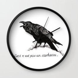 Ceci n'est pas un corbeau. Wall Clock