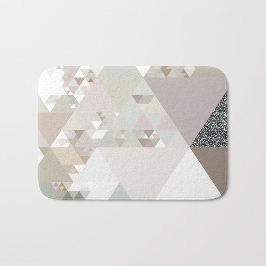 Triangles in glittering graphite quartz - Grey glitter triangle pattern Bath Mat