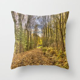 Høst i skogen Throw Pillow