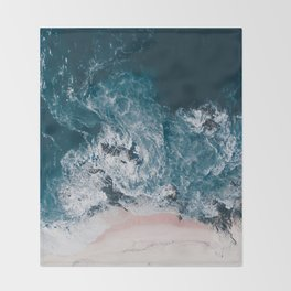 I love the sea - written on the beach Throw Blanket