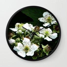 Fraises des bois Flowers Wall Clock